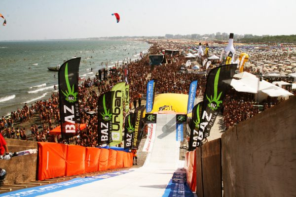 BigAirBag and Neveplast with awesome jump event on the beach